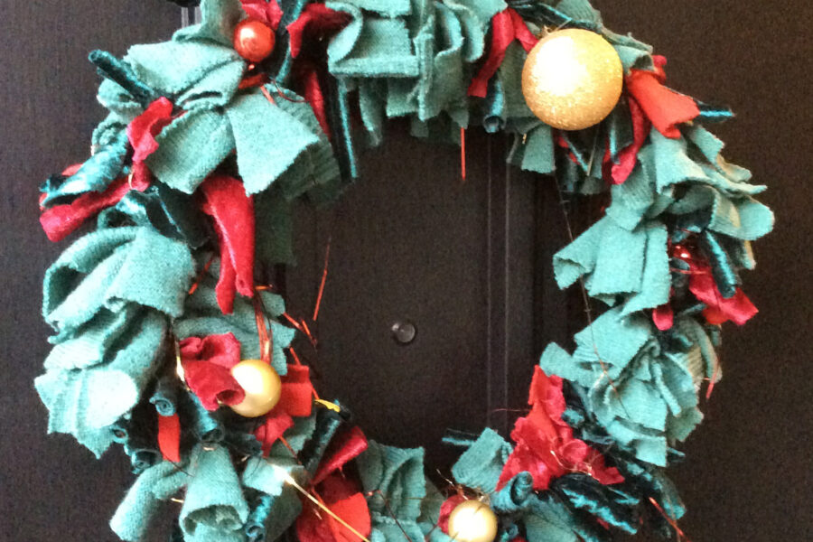 MAKE A CHRISTMAS WREATH FROM OLD JUMPERS